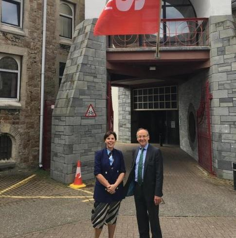 Yes Cymru flag outside Gwynedd Council HQ. Cllrs Nia Jeffreys, who proposed the motion and Dyfrig Siencyn, the council leader