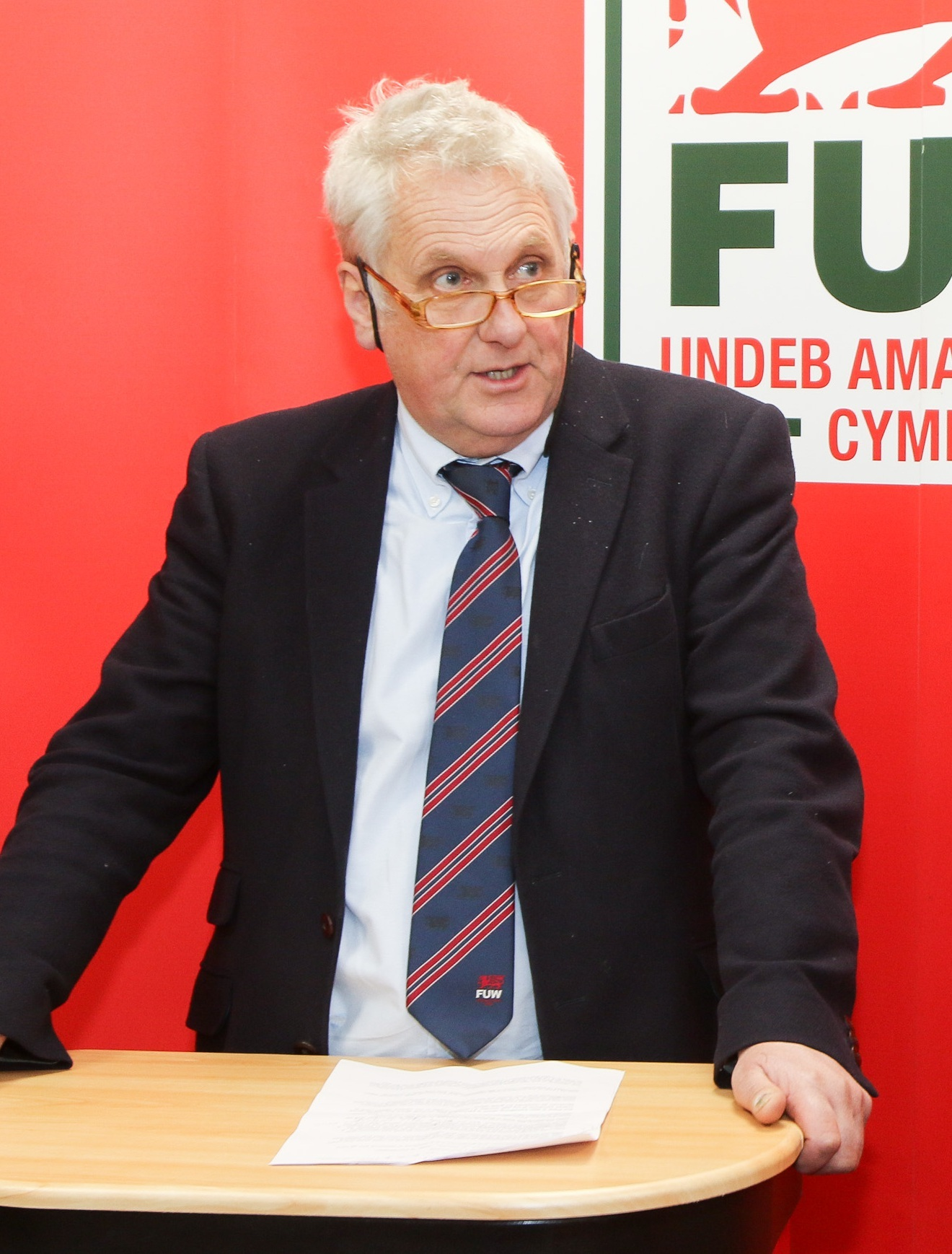 PB061-2017-3 Lesley Griffiths AM officially opens the new FUW Montgomeryshire County Office in Newtown last Thursday 9th February pictured l-r Glyn Roberts (FUW President) and Mark Williams (FUW County Chairman) Picture by Phil Blagg PB061-2017-3