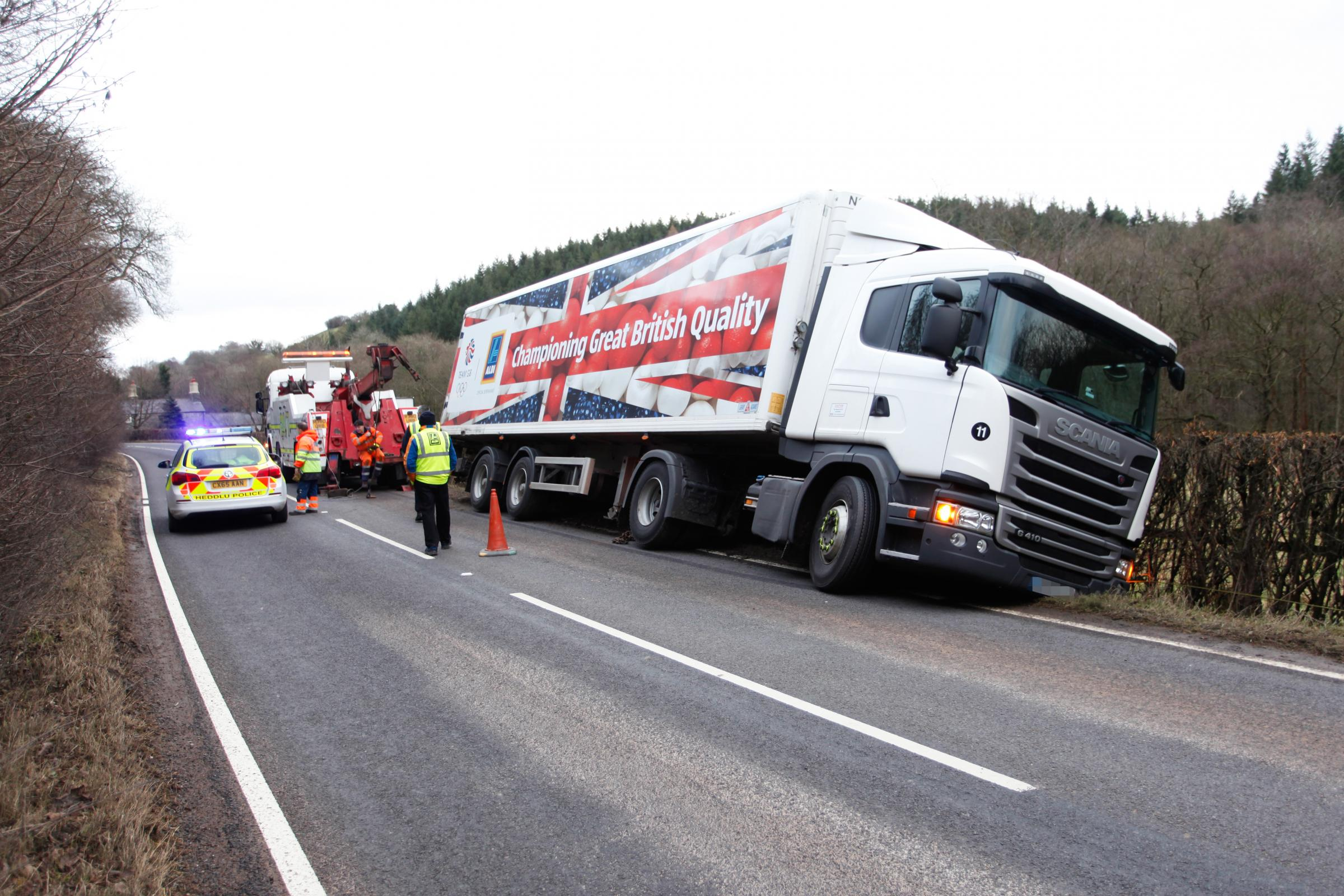 Aldi lorry leaves carriageway on A541