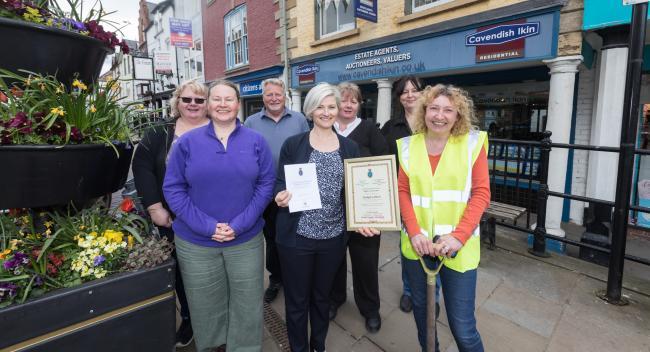 Gardening volunteer group awarded for community work