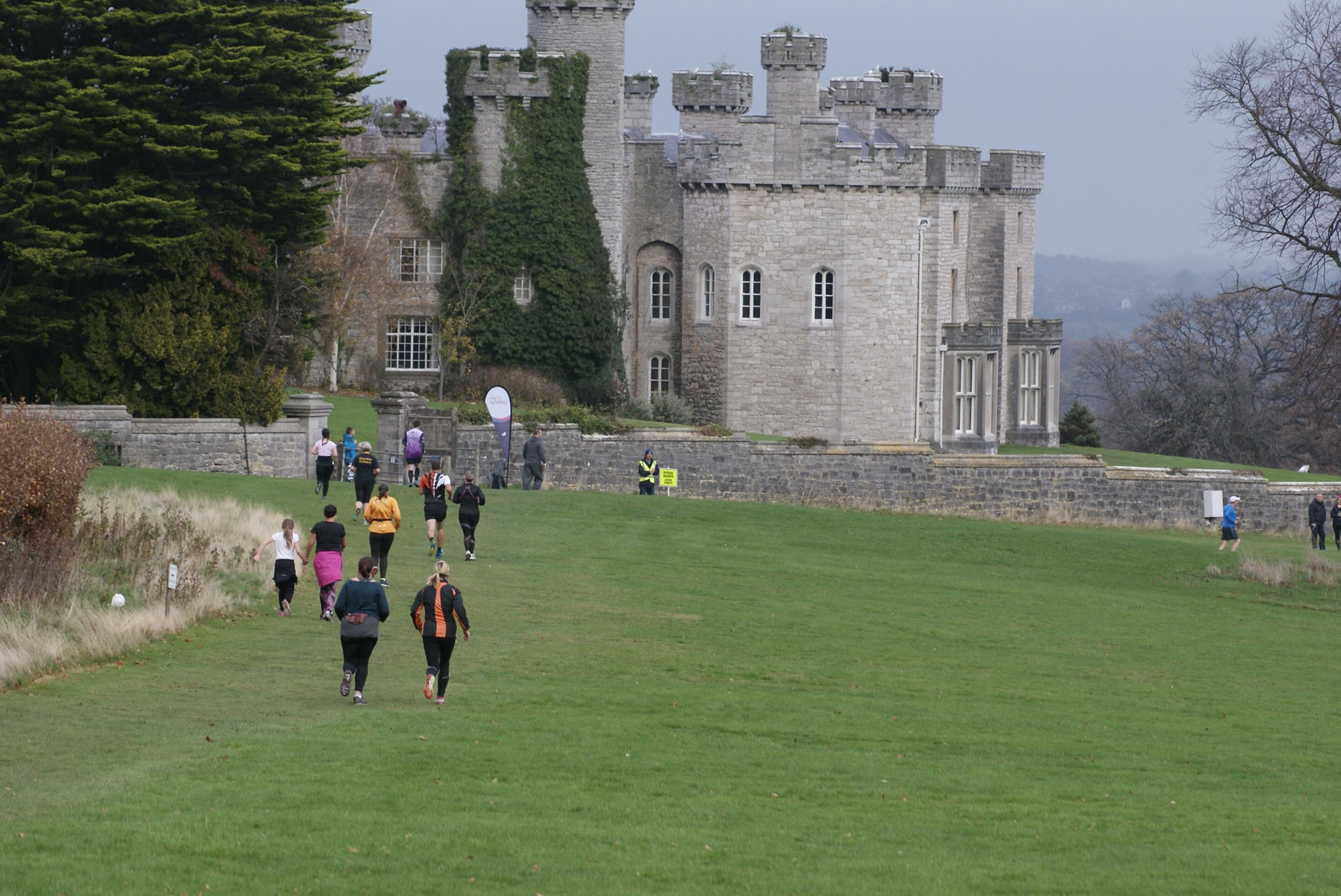Parkrun'ers passing through Bodelwyddan Castle