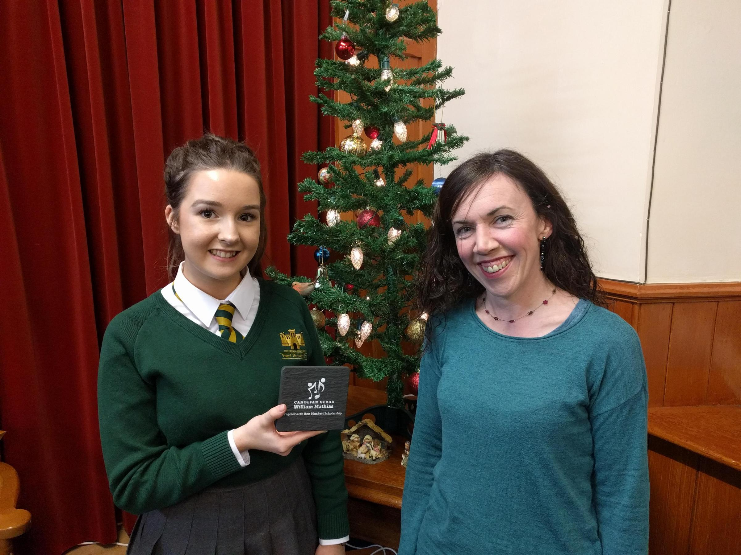 Cerys Edwards (left) with Teleri Siân with the award
